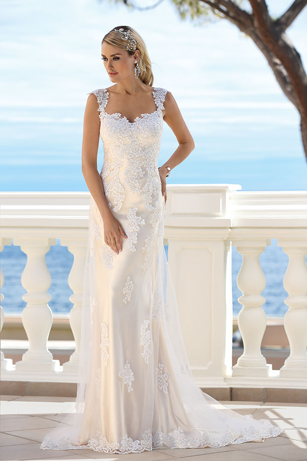 6056 Sweetheart Gowns